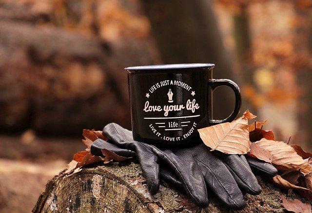 pohár s nápisom o živote.jpg