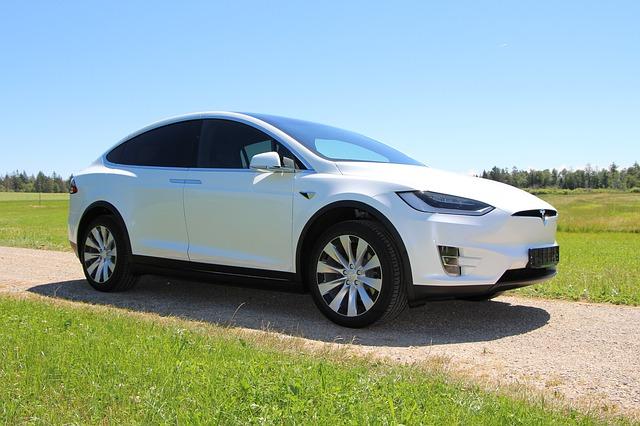 Automobil Tesla.jpg